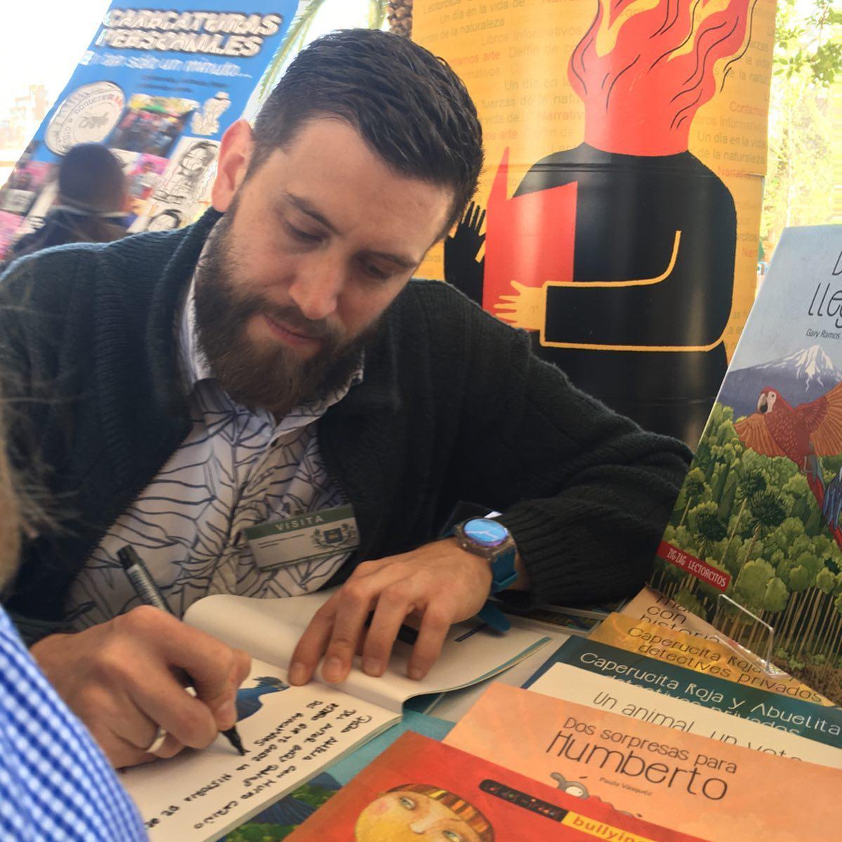 Autor de Beto y Bella llegan a Chile visitó colegio Compañía de María